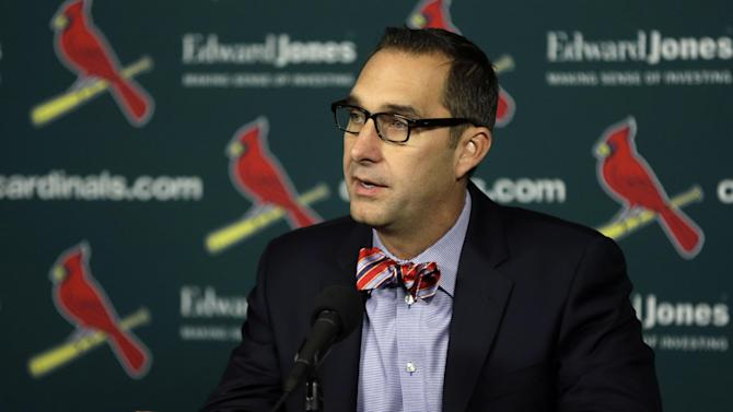 Cardinals extend contract of GM Mozeliak
