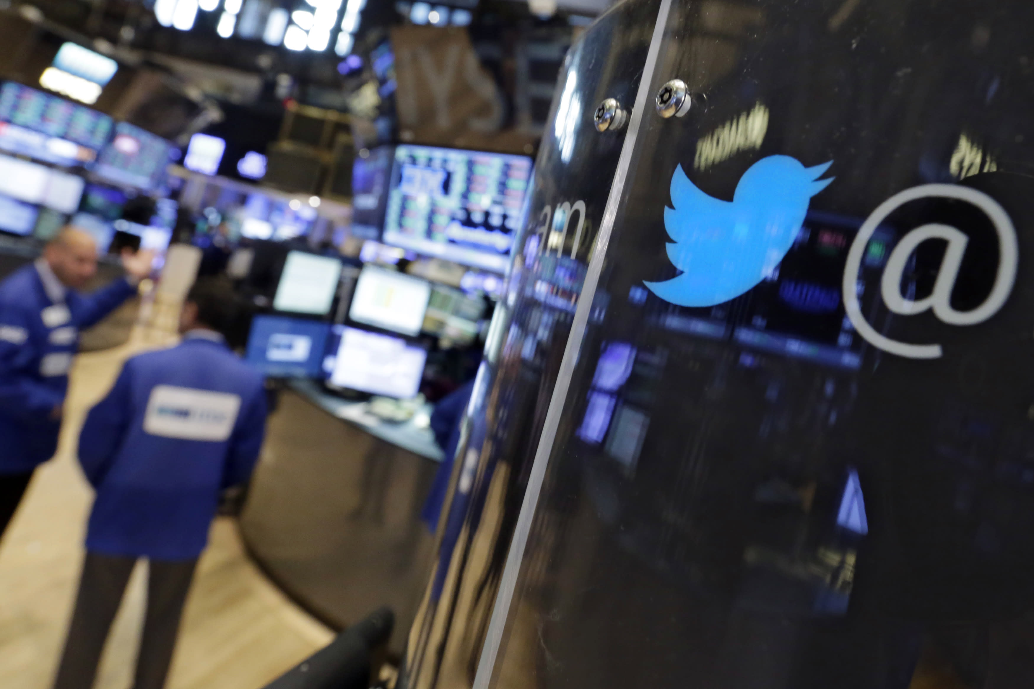 Twitter's CEO search, Walmart reopens, and Tom Brady is free