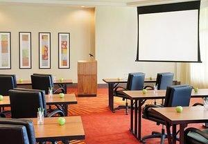 Grand Expectations Possible for Small Groups With Miami Airport Meeting Rooms