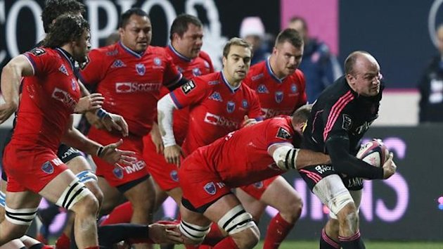 Stade Francais's Sergio Parisse (R) vies with Grenoble players in the French Top 14 (AFP)