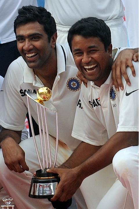 Indian bowlers Ravichandran Ashwin (L) a