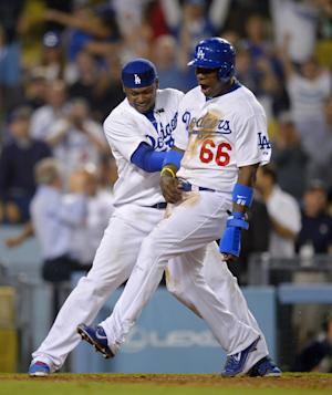 Dodgers rally to beat Mets 5-4 for 8th win in row