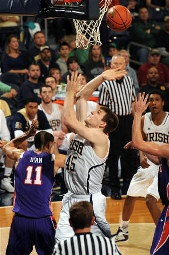 Cooley scores 19 to lead No. 22 ND over Evansville