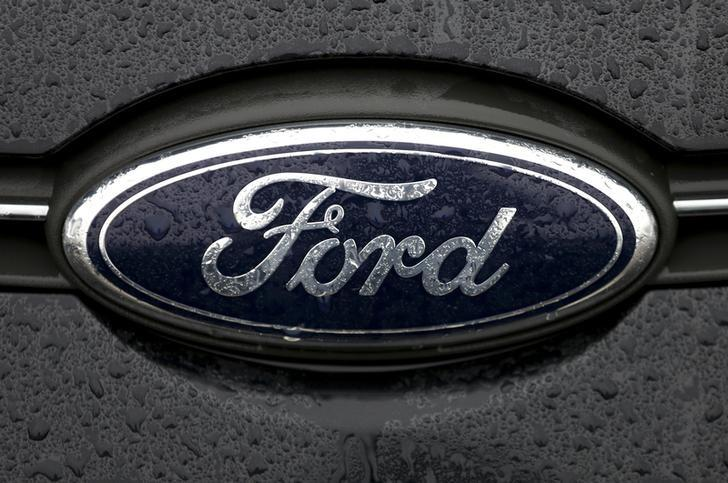 Ford to spend $2.5 billion on plants in Mexico, angering UAW