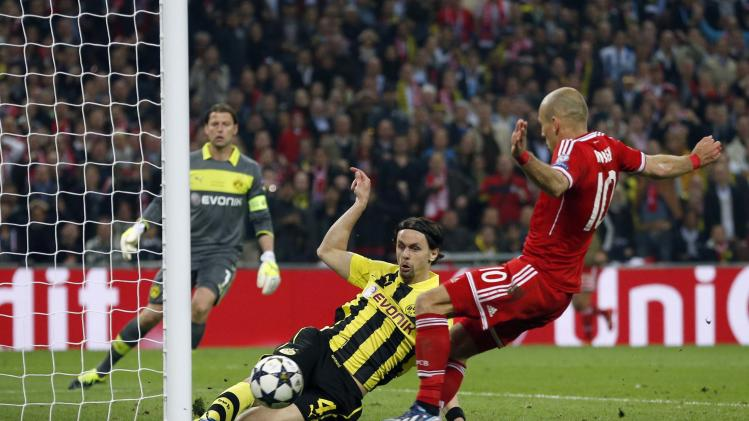 Bayern's Arjen Robben of the Netherlands, right, attempts to score but is stopped by Dortmund's Neven Subotic of Serbia, during the Champions League Final soccer match between Borussia Dortmund and Bayern Munich at Wembley Stadium in London, Saturday May 25, 2013.  (AP Photo/Matt Dunham)