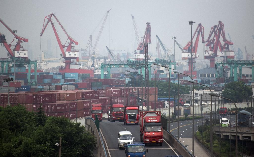 China imports plummet on weak commodities prices