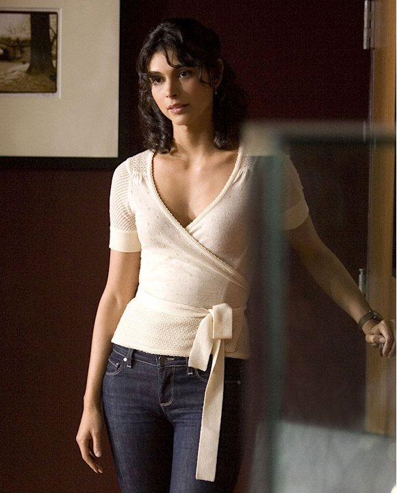 Morena Baccarin stars as Jessica in Heartland.
