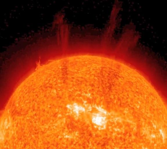 Sun Opens Explosive Plasma 'Arms' in Solar Eruption (Video)
