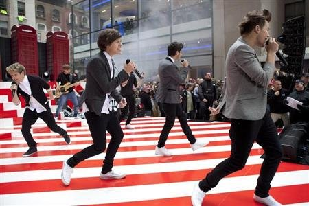 The band &quot;One Direction&quot; performs on NBC&#39;s Today show in New York November 13, 2012. REUTERS/Andrew Burton