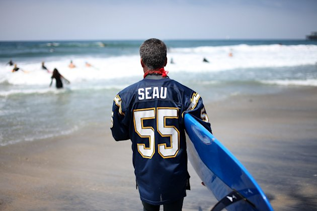 Paddle-Out Surf Memorial Held For NFL Star Junior Seau