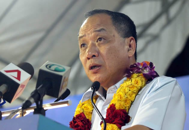 WP chief Low Thia Khiang went out with guns blazing at the party's third and final rally for Punggol East. (Yahoo! photo/Christine Choo)