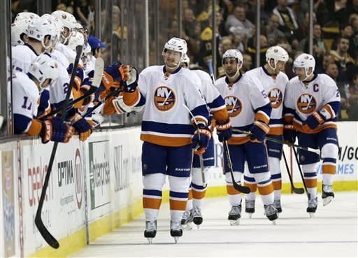 Bailey scores twice as Islanders top Bruins 2-1