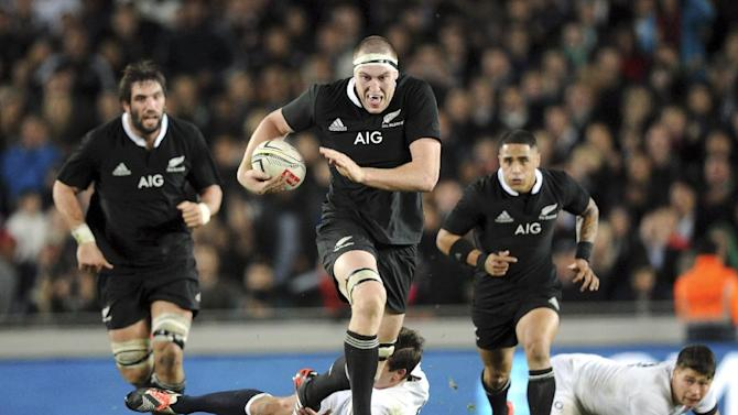 New Zealand's Brodie Retallick, center, slips a tackle of England's Freddie Burns in their international rugby test at Eden Park in Auckland, New Zealand, Saturday, June 7, 2014. (AP Photo/SNPA, Ross Setford) NEW ZEALAND OUT