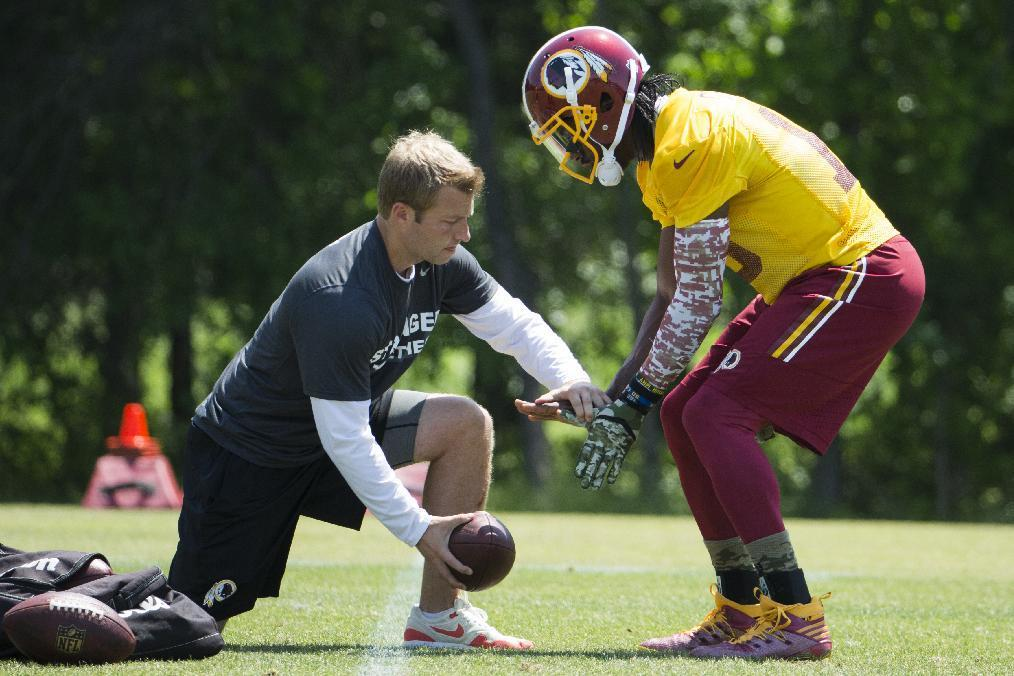 RG3 looks relaxed as Redskins begin voluntary workouts