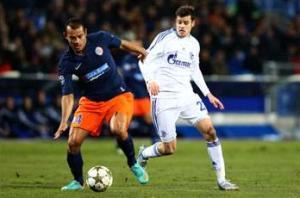 Montpellier 1-1 Schalke: Howedes helps Germans secure top spot in Group B