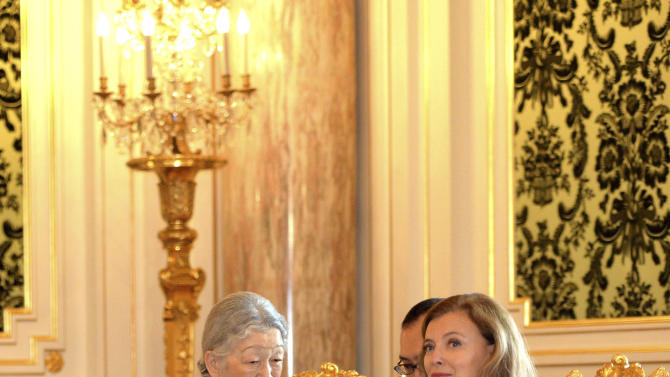 French President Francois Hollande's companion Valerie Trierweiler, right, talks with Japan's Empress Michiko at the Akasaka Palace state guesthouse in Tokyo Saturday, June 8, 2013. Hollande is currently on a three-day visit to Japan. (AP Photo/Yoshikazu Tsuno, Pool)