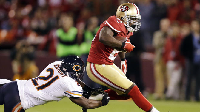 San Francisco 49ers running back Frank Gore (21) jumps past Chicago Bears strong safety Major Wright (21) during the second quarter of an NFL football game in San Francisco, Monday, Nov. 19, 2012. (AP Photo/Marcio Jose Sanchez)