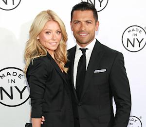 "Kelly Ripa on 17th Wedding Anniversary With Mark Consuelos: Marriage ""Feels Like Minutes"""