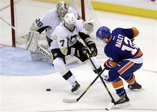 Islanders beat Penguins again, sweep home and home