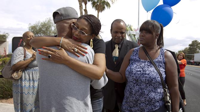 B.B. King's daughter Rita Washington gives a hug to David Bell of Jena, Louisiana as people wait in line to pay their respects to blues musician B.B. King during a public viewing at Palm Mortuary in Las Vegas