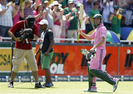 South Africa's captain AB de Villiers acknowledges applause from fans after he was caught out by Pakistan's Shoaib Malik during their third One Day International (ODI) cricket match in Johannesburg
