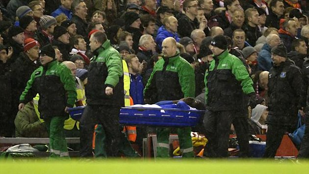Everton's Romelu Lukaku is stretchered off the pitch during during their English Premier League soccer match against Liverpool at Anfield in Liverpool, northern England January 28, 2014 (Reuters)