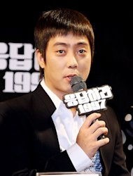 Eun Ji Won leaves a comment after finishing 'Reply 1997'