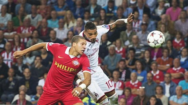 PSV Eindhoven's Jeffrey Bruma (L) challenges AC Milan's Kevin-Prince Boateng during their Champions League qualifying soccer match in Eindhoven August 20, 2013 (Reuters)