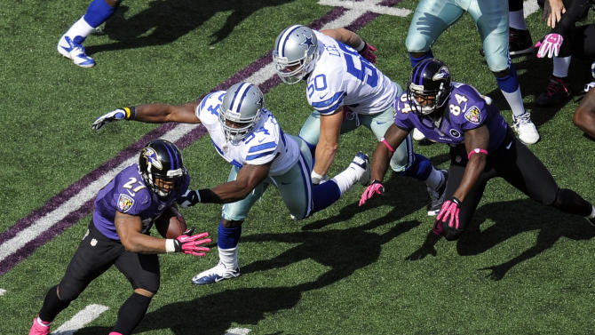 Baltimore Ravens running back Ray Rice, left, rushes past Dallas Cowboys dedenders Bruce Carter, second from left, and Sean Lee in the first half of an NFL football game in Baltimore, Sunday, Oct. 14, 2012. (AP Photo/Nick Wass)