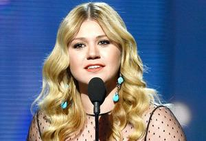 Kelly Clarkson  | Photo Credits: Kevin Winter/WireImage