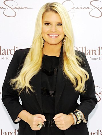 "Jessica Simpson Watches ""24"" on the Treadmill!"