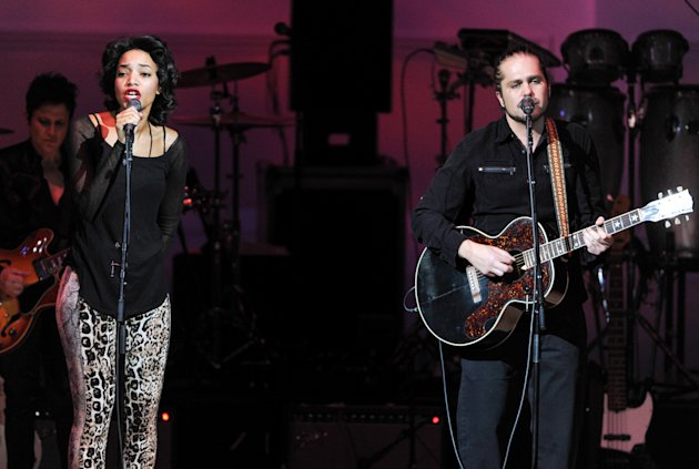 "Singer Alice Smith and musician Citizen Cope perform together at ""The Music of Prince"" tribute concert at Carnegie Hall on Thursday March 7, 2013 in New York. (Photo by Evan Agostini/Invision/AP)"