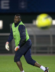 French goalkeeper Steve Mandanda is seen during a training session at Clairefontaine training center, in Clairefontaine, west of Paris, Wednesday Nov. 9, 2011. France will play U.S. Friday in an international friendly soccer match. (AP Photo/Thibault Camus)