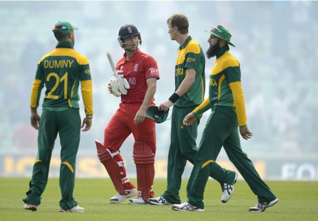 England's Trott leaves the field with South Africa's Duminy, Morris and Amla after the ICC Champions Trophy semi final match in London