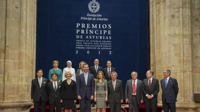Spain's Crown Prince Felipe, front row 4th left, and his wife Princess Letizia, front row 5th left, pose with the Prince of Asturias award winners in Oviedo, northern  Spain, Friday Oct. 26, 2012. Front row, left to right; Red Cross and Red Cresent president Tadateru Konoe of Japan, Japanese game designer Shigeru Miyamoto  U.S. philosopher Martha C. Nussbaun, Spain's Crown Prince Felipe, Spain's Princess Letizia, Spanish architect Rafael Moneo, Sir Gregory Winter of the UK and Richard Alan Lerner of the U.S. Person on right and people standing on top row unidentified. (AP Photo/Juan Manuel Serrano)