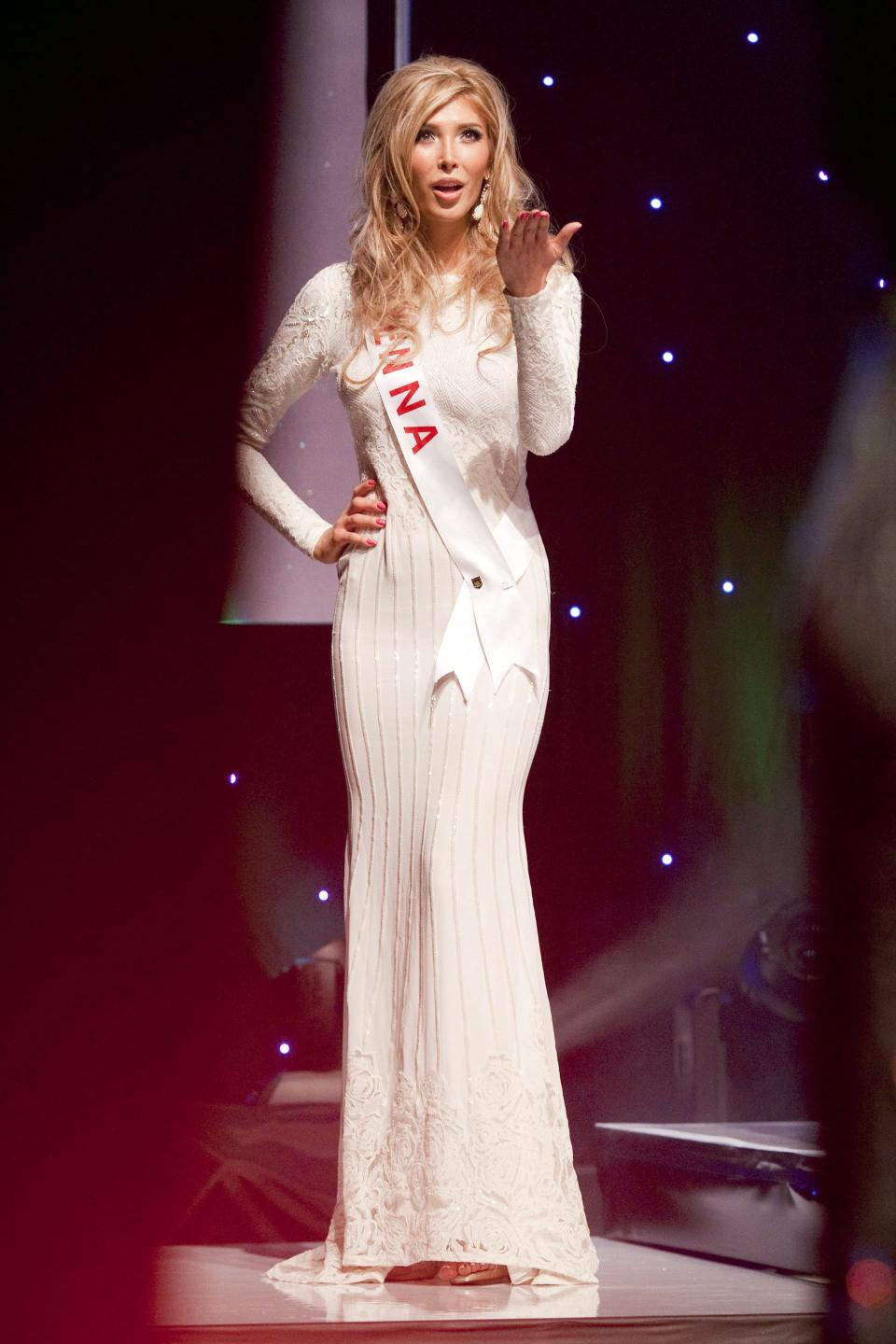 Canadian Beauty Magazines: Transgender Miss Universe Canada Contestant Loses