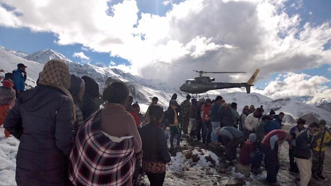 A photo released by the Nepal Army on October 15, 2014 shows a Nepalese Army helicopter rescuing survivors of a snow stormalong the Annapurna Circuit