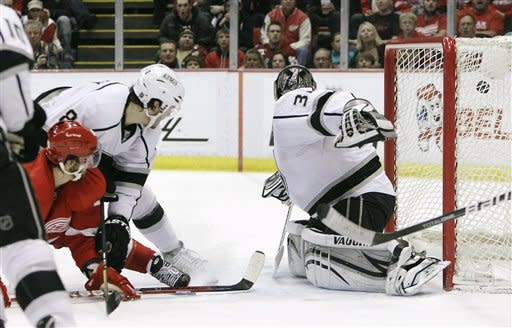Red Wings score 2 late goals to beat Kings 4-3