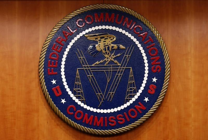 Exclusive: FCC leans against new limits for Verizon, AT&T in 2016 U.S. auction
