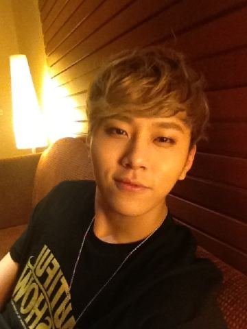BEAST Yong Jun-hyung uploads a self-taken picture