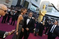 George Clooney and girlfriend Stacy Keibler arrive at the 85th Academy Awards in Hollywood, California February 24, 2013. REUTERS/Adrees Latif