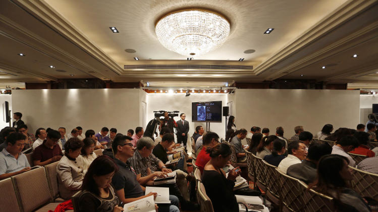 Hundreds of bidders gather at a sale room for the autumn sale of China Guardian Auctions Co., in Hong Kong Sunday, Oct. 7, 2012. Chinese and international auction houses are encroaching on each other's territory in Hong Kong and Beijing for the first time this autumn sale season as they step up the battle for the Asian art market. (AP Photo/Vincent Yu)