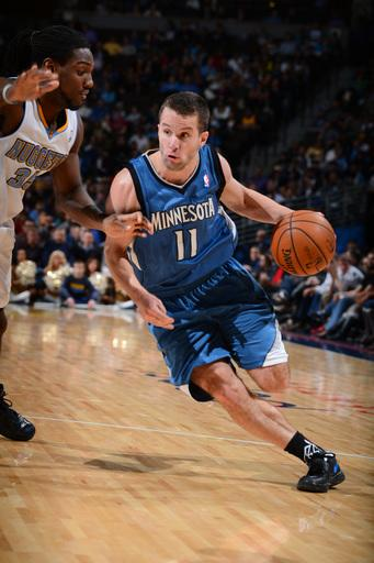 Barea leads T-Wolves to 101-97 win over Nuggets