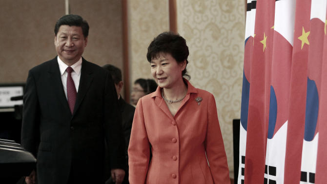 South Korean President Park Geun-hye, right, and Chinese President Xi Jinping arrive to hold their press conference at the presidential house in Seoul, South Korea, Thursday, July 3, 2014. With a single meeting Thursday, the leaders of China and South Korea simultaneously snubbed North Korea, bolstered their already booming trade relationship and gave the U.S. and Japan a look at Beijing's growing influence south of the Korean Demilitarized Zone. (AP Photo/Ahn Young-joon, Pool)