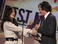 "Actress Salma Hayek presents the award for best male lead to John Hawkes for ""The Sessions"" at the 2013 Film Independent Spirit Awards in Santa Monica, California February 23, 2013. REUTERS/David McNew"