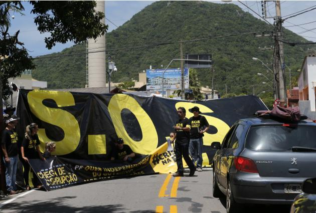 Federal police officers take part in a protest demanding for more investments in public safety in Florianopolis