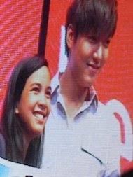 Lee Min Ho with the Act that Scene winner (Photo by Catherine Deen)