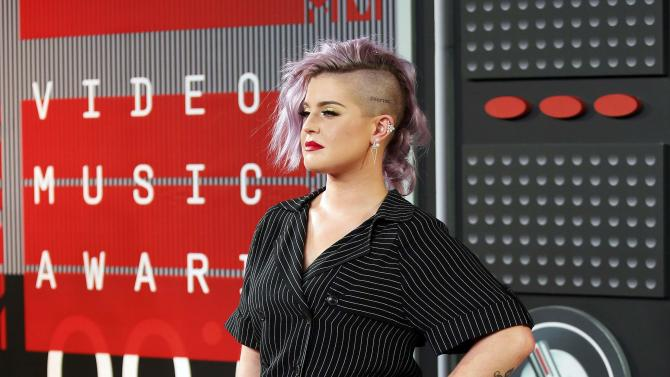 Kelly Osbourne arrives at the 2015 MTV Video Music Awards in Los Angeles