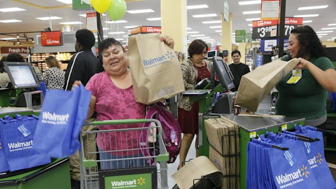 Outside drop in autos, US retail spending rises