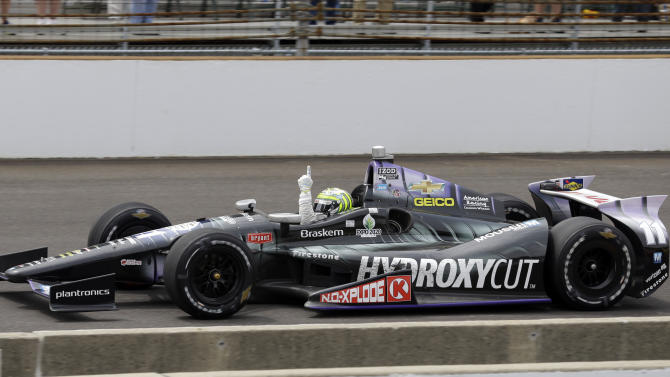 Tony Kanaan, of Brazil, pumps his fist as he approaches the finish line on his way to winning the Indianapolis 500 auto race at the Indianapolis Motor Speedway in Indianapolis, Sunday, May 26, 2013. (AP Photo/Michael Conroy)